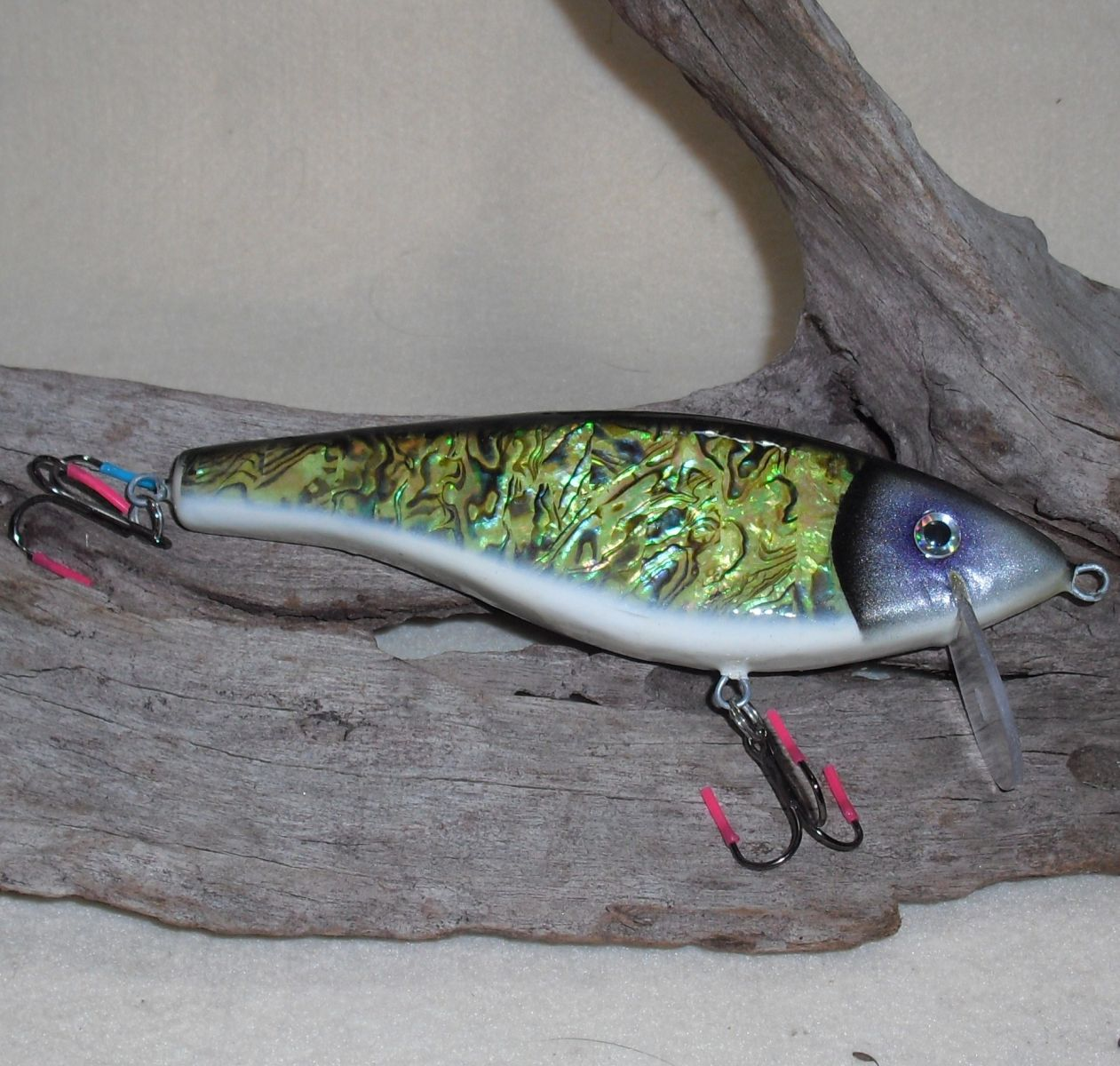Wooden wobbler whit real Abalone
